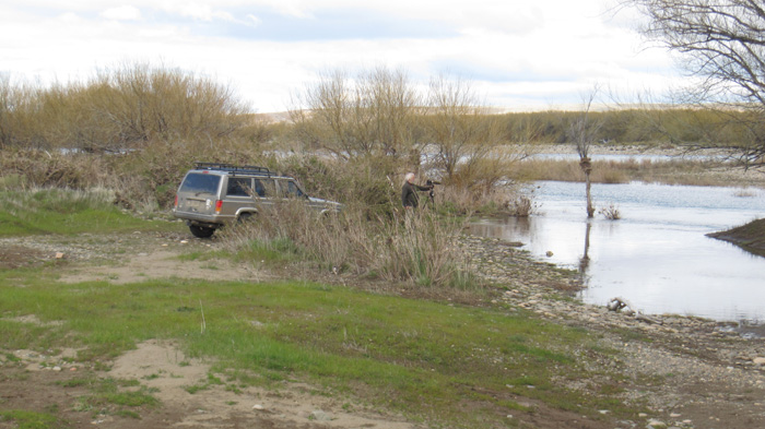 Jeep parked up by river side at Fisherman's 'bajada' [photo — Scarlett Eastman]